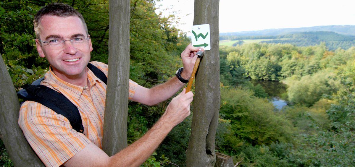 Westerwaldsteig: Start mit Buch und Karte