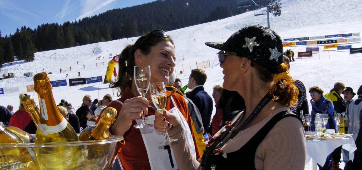 ...tolle Tage ganz in Weiß: Auch während der Faschingstage sind in Skigebieten noch Unterkünfte frei.