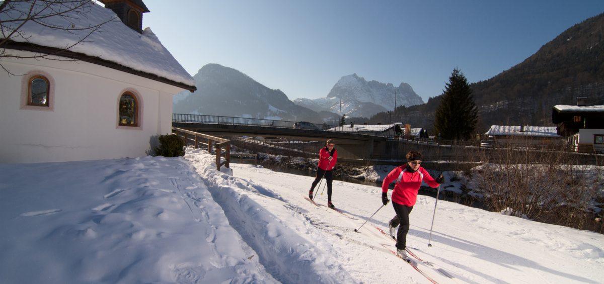 Volkslanglauf im Schnee:  Zwei Spuren um den Kaiser