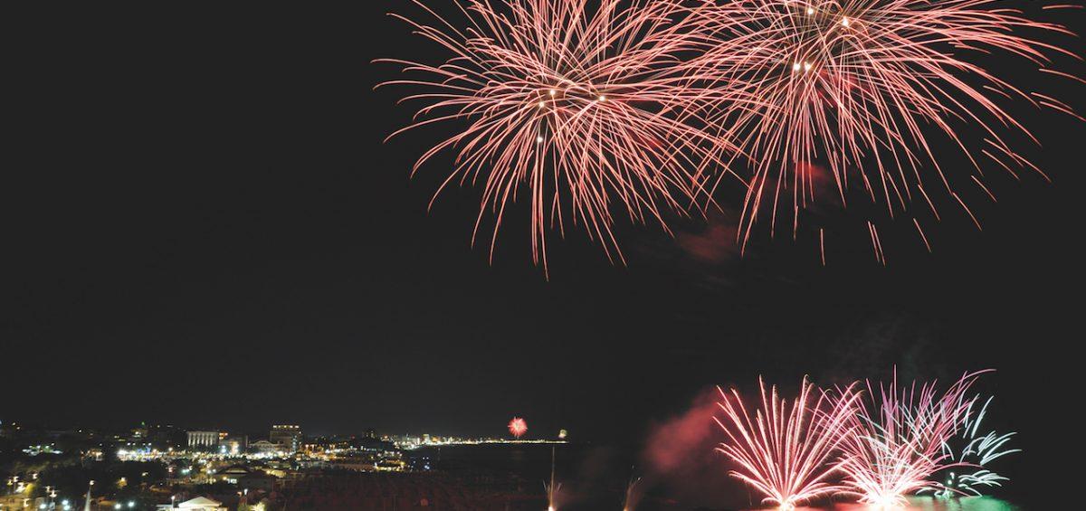 Riviera in Rosa: Neujahr im Sommer