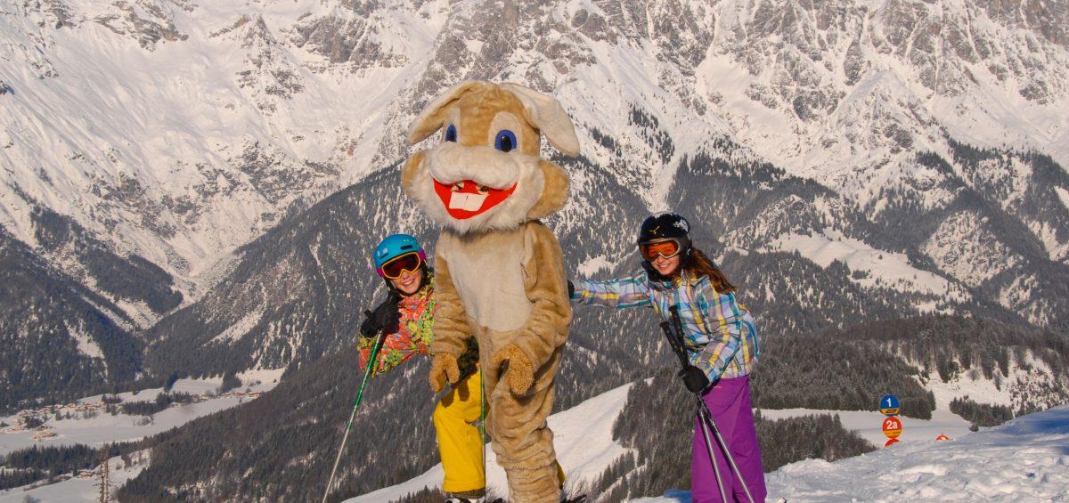 Familien fahren im Tiroler Pillerseetal bis Ostermontag günstig Ski.
