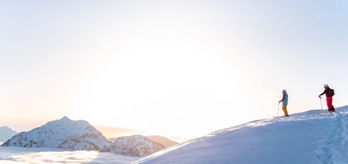 Frühaufsteher kommen im Frühling zu besonderen Gipfelerlebnissen.