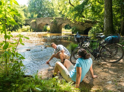 Romantisch: Rast an der Nisterbruecke.